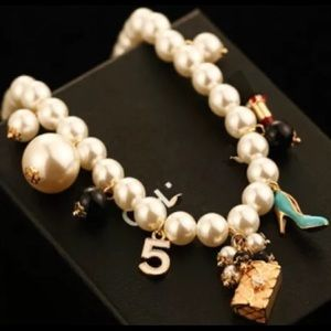 Jewelry - Designer style pearl necklace with cute charms